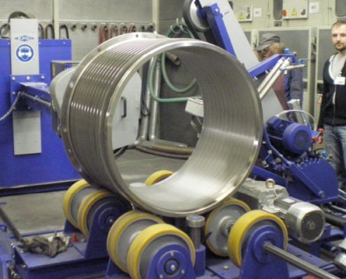Grinding machine for the inside and outside processing of screen baskets for textile fibre filtration (BSM-S-A-I)