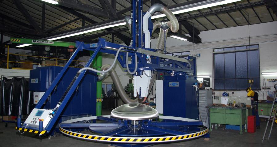 Bandschleifmaschine mit Drehvorrichtung zum Bearbeiten von Kesselböden (BöSM-4000) Bödenherstellung