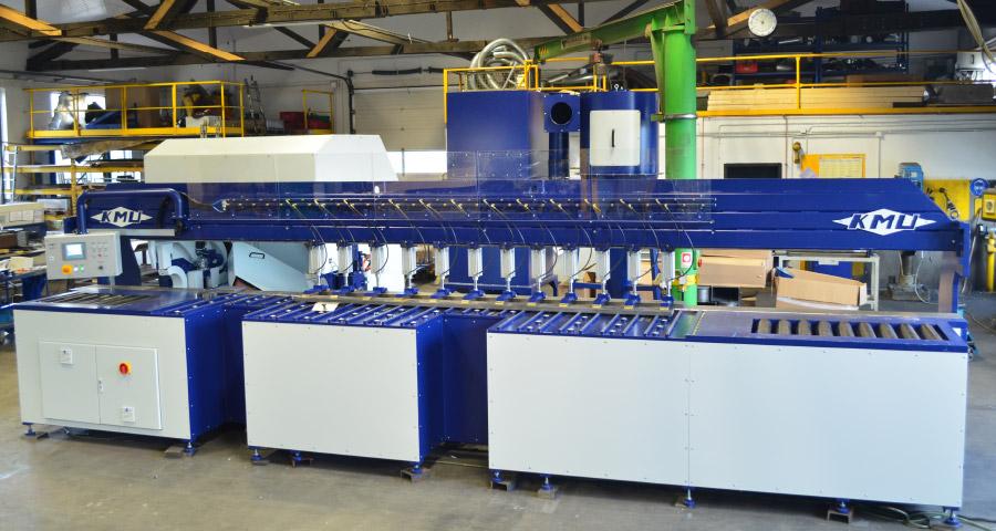 Bandschleifmaschine zum Kanten und Fasen mit angetriebenem Rollengang zur Werkstückbeförderung (KF IV - 4000) Schweißnaht Vorbereitung