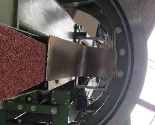 Belt grinding machine with turning device for the processing of boiler bottoms (BöSM – 5000)