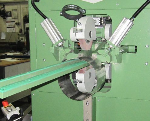 Grinding machine for axial weld seam processing on thin sheet metal pipe sections in automatic cycle (SM-AR-750)