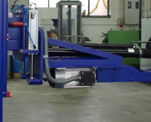 Schleifmaschine mit Knick-Kopf zur Innenbearbeitung von Schweißnahtaufpanzerungen an Rohrbögen (RBS) Apparate & Behälterbau
