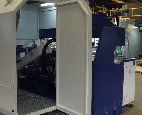 Bandschleifmaschine zum Kanten und Fasen mit angetriebenem Rollengang zur Werkstückbeförderung (KF IV-4000) Schweißnaht Vorbereitung