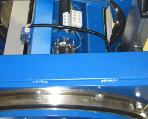 Belt grinding machine with turning device for the processing of boiler bottoms (BöSM – 4500)