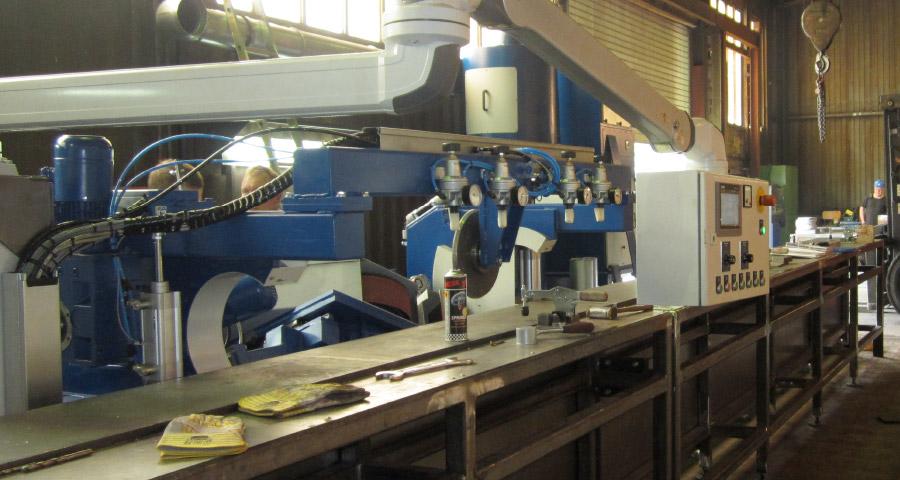 Bandschleifkopf zum Kanten und Fasen mit Kopiereinrichtung Auflagetisch und Schienenbahn (KF IV-SK) Schweißnaht Vorbereitung