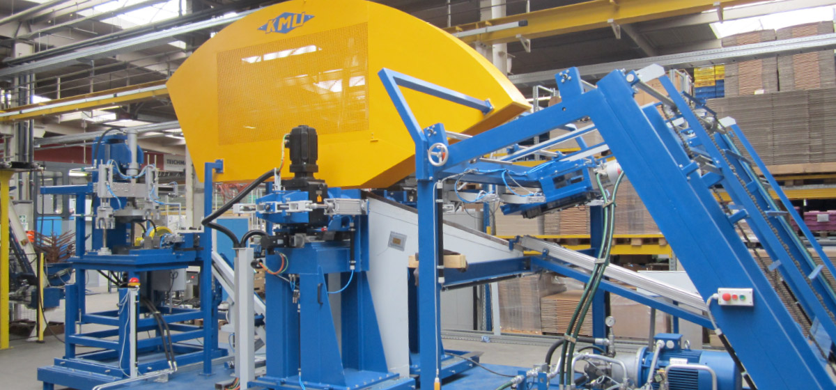 Winding and bending machine for producing tedder teeth from spring steel (ZWA–2E–14-110)