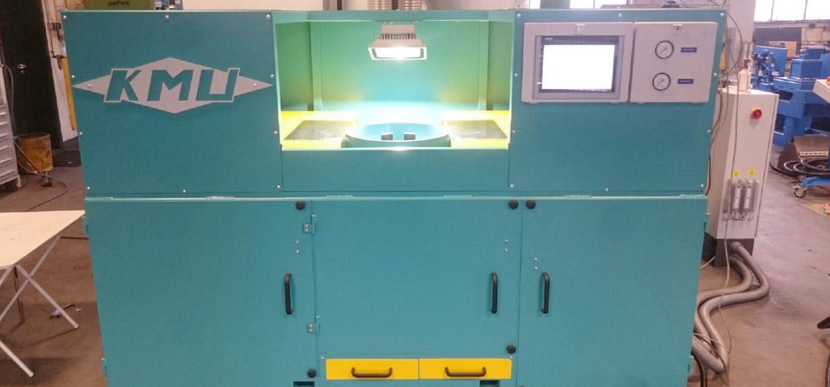 Bürstmaschine für das Entgraten von Grifflöchern an Kopfringen zum manuellen Beschicken (GBM-M150-205) Keg - Fertigung