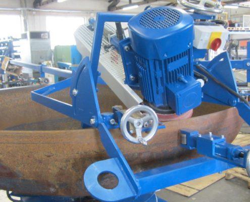 Handgeführte, mobile Bandschleifmaschine zur Innenbearbeitung von Kanten und Fasen an Kesselböden (KF II-2000) Schweißnaht Vorbereitung Bödenherstellung