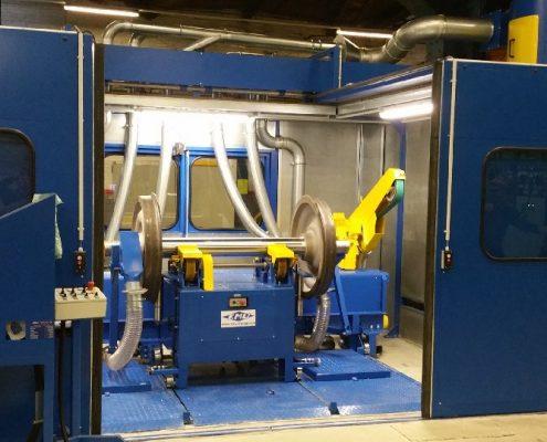 Bandschleifmaschine mit Doppelkopf zur Bearbeitung von Radsatzwellen (SLFBS - 2 x 3000) Schienen & Fahrzeugtechnik