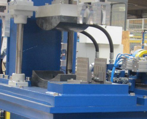 Wickel- und Biegeanlage zum Herstellen von Heuwendezinken aus Federstahl (ZWA-2E-15-110) Branchenunabhängige Lösungen