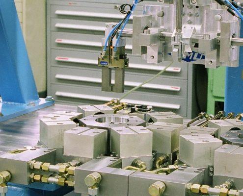Stanzautomat für Airbagkleinteile aus der Automobilindustrie (StA-8Hy-Pn) Branchenunabhängige Lösungen