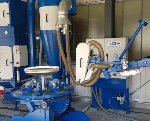 Belt grinding machine with swivelling turning device for upright and horizontal processing of containers and boiler bottoms (BDA-3K-KDV-DV)