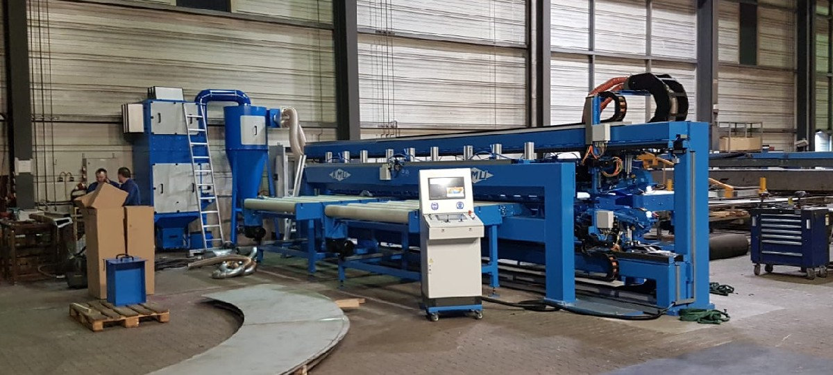 Belt grinding system for the processing of weld seams on round blanks with double grinding head and automatic seam tracking system (BSAR-2K-6200)